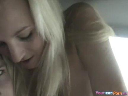 Автомобиль секс на заднем сиденье