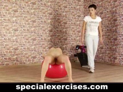 Голая дисциплина спортивная подготовка для блондинка
