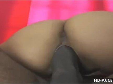 Блудливая подруга мастурбирует с членом во рту