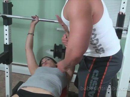 Мулатка дрочит другу перед сексом