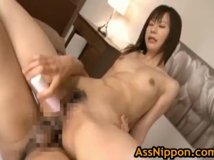 Секс любовников на кафельном полу