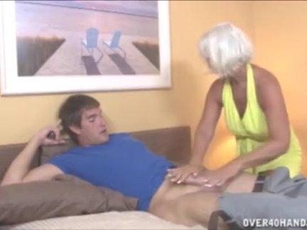 Сисястая Джулиан принимает член мужичка