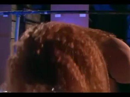 Молоденькая брюнетка играется с маленьким вибратором