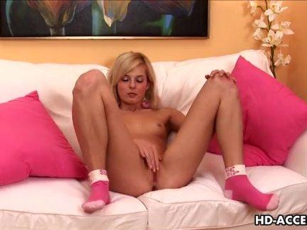 Завязался секс симпатичных девок после душа