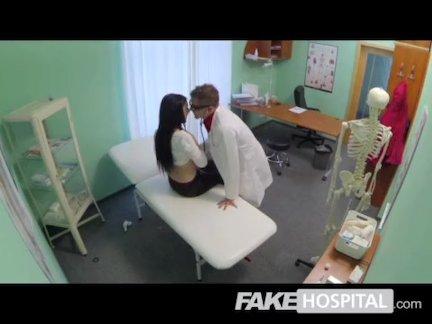 Поддельные больницы-сексуальный пациент стоны из-за оргазма