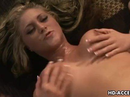 Сексапильная женщина хорошо проявила себя на кастинге