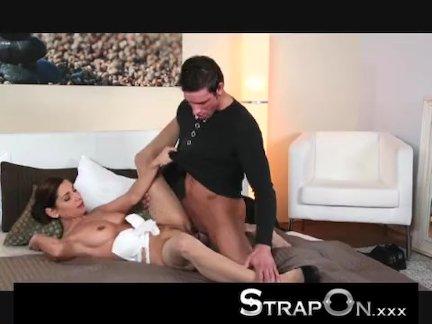 Смотреть порно пышная телка и худой негр трахаются