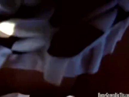 Девица отсасывает член и мастурбирует мохнатку