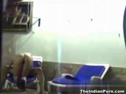 Проститутка кончила в машине таксиста в расчет за поездку