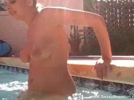 Сладко таранит сексуальную телочку