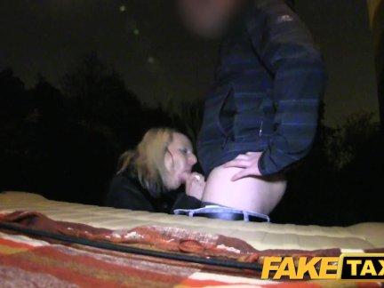 Секс с красивой подругой у бассейна