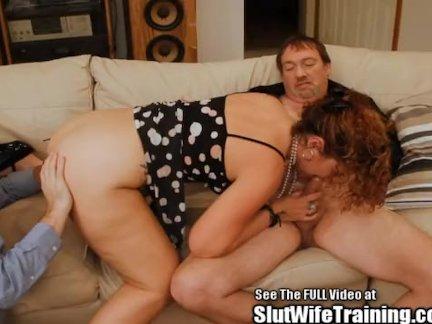 Ненасытная супруга ебется с другим на диване