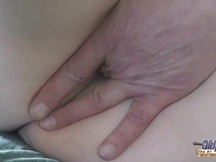 Лысый старый ублюдок трах тощий высокий блондинка