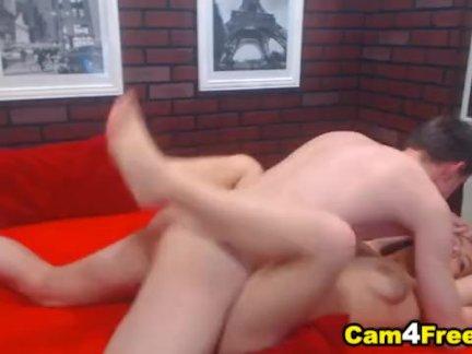 Порно звезда в эротических колготках трахается во дворе с поклонником