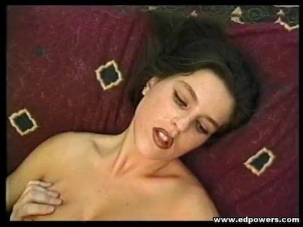 Молодая проститутка трахается со престарелым клиентом