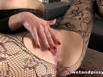 Звезда сериала про проституток