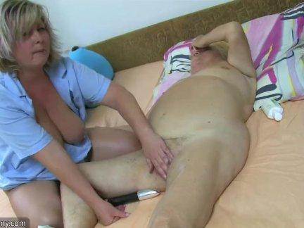 Шалунья поздравила парня сексом