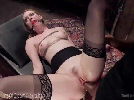 Видео с молодыми приятельницами, они разделись для эротического массажа и засветили свои упругие прелести
