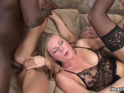 Пузатый муж трахает проститутку в супружеской постели без жены