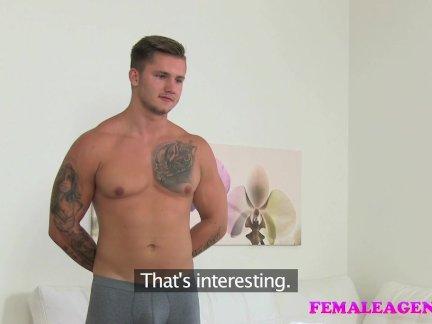Массивный черный фаллос довел шлюху до оргазма и сквирта