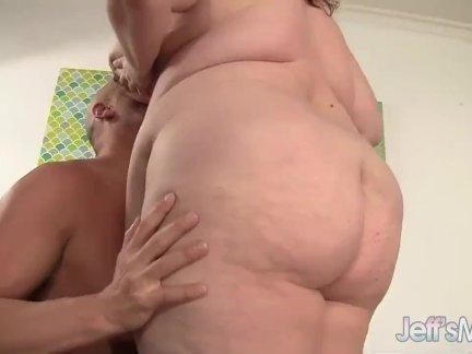 Официантка из бара ушла в порно