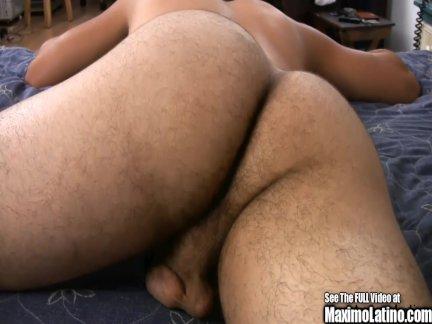 Милая азиатка чпокается с самцом в возрасте
