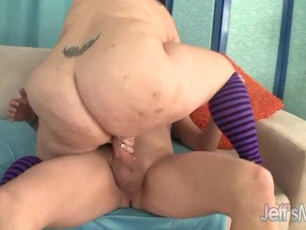 Мамка на секс кастинге наслаждается членом