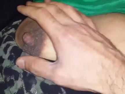 Пристроил толстый писюн между большими титьками