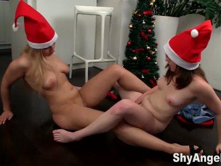 Застенчивая анжела-лесбиянки подростки рождественские забавы