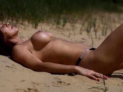 Одри в песке