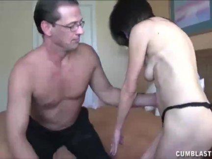Зрелые пара мастурбирует