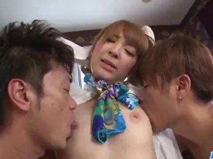 Хикару сиина играет с член в каждый из ее