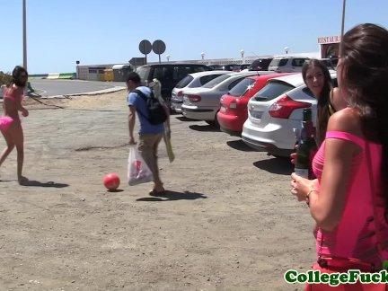 Студентка на улице на пляже секс оргии