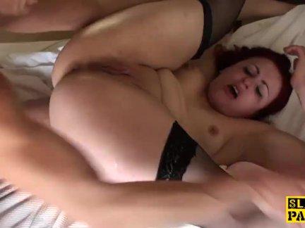 Британская рыжая подлодка Изабель доминировала в сексе