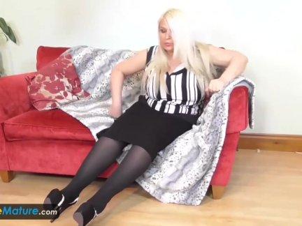Сиськастые блондинка волосатые бабушки синди и сами