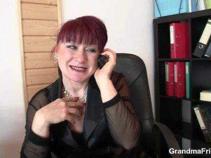 Бизнес леди красные ее старый киска для членов