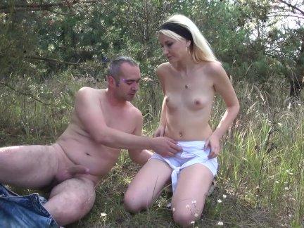 Маленькая подросток блондинка хардкор секс в лес с отчим