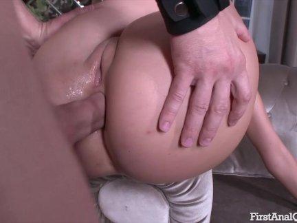В первый раз анальный порно с блондинка подросток милашка