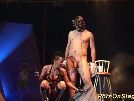 Экстрим фетиш порно на публике сцена