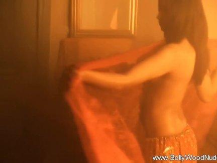 Сексуальная индийская красотка так интересно