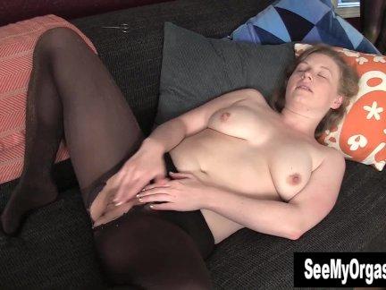 Красавчик лили мастурбирует ее киска