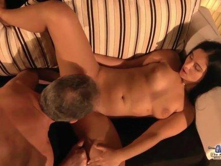 Шаг папа поймали молодой секретарь мастурбирует