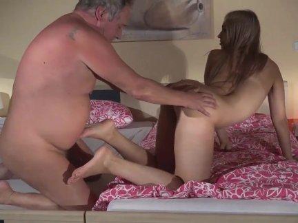 Великолепная блондинка подруга сумасшедший трах толстый дедушка после романтического минет