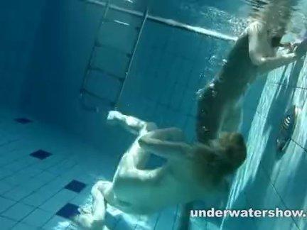 Подводное шоу - Зузанна и Люси играют под водой