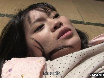 Наивный азиатский подросток получать ее мокрой киски съели отлично