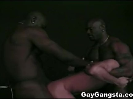 Межрасовая тройка с Черным гей Гангста