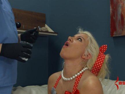Блондинка офис шалава лейла цена кончить играть и глотать
