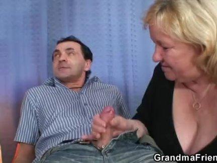 Двойное проникновение для огромной бабушки