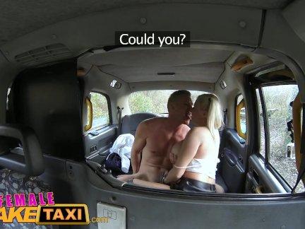 женщина Поддельные Такси Офис работник - грудастый сюрприз от блондинка таксист