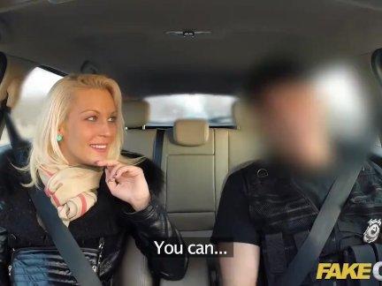 Поддельные кс полицейским член дает блондинка несколько оргазмов